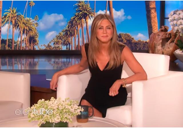 Дженнифер Энистон устроила сюрприз фанатам сериала «Друзья»: видео