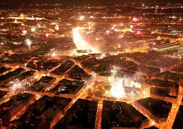 Прага в новогоднюю ночь: видео с дрона