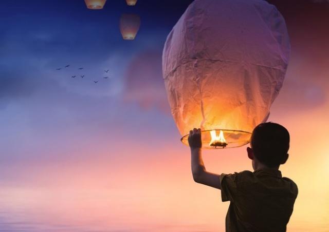Прага запретит запуск китайских фонариков счастья