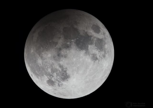 Чешские обсерватории приглашают посмотреть на лунное затмение