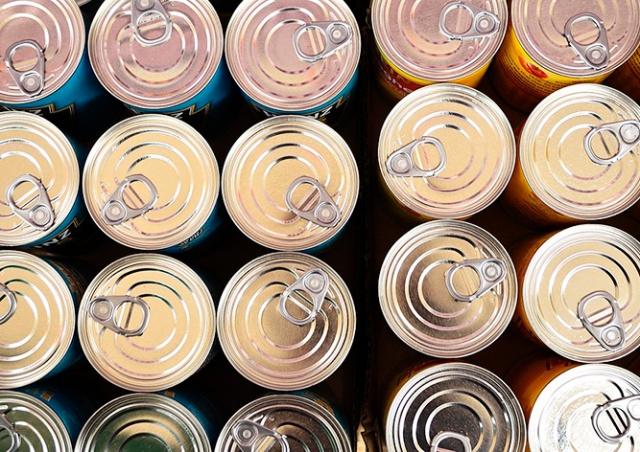 Из-за коронавируса жители Праги начали запасаться консервами