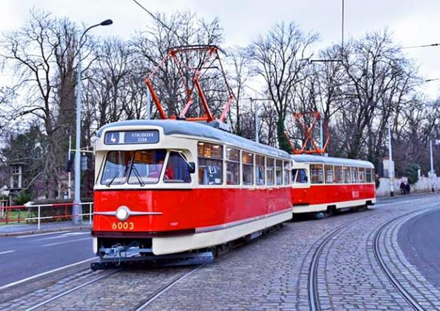 На улицы Праги выйдут исторические трамваи Tatra T2