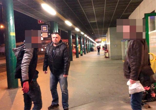 В Праге прохожий заступился за женщину, которую избивал ее бывший: видео