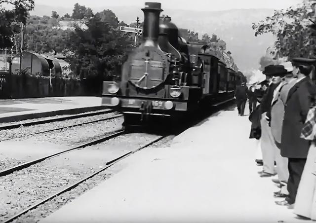 «Прибытие поезда» братьев Люмьер обновили с помощью нейросетей