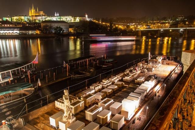 В центре Праги началось строительство Марианского столба