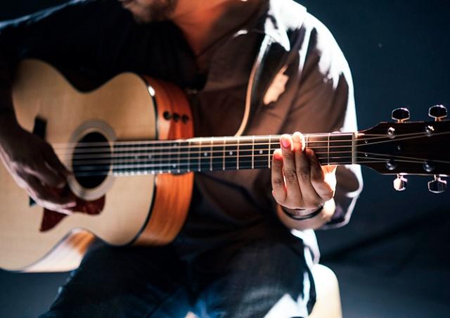 В Чехии зараженный коронавирусом музыкант выступил перед десятками зрителей