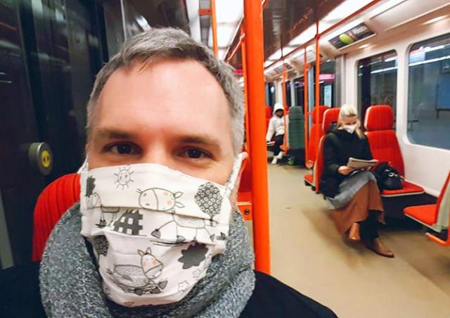 Полиция Праги начала следить за ношением масок в транспорте