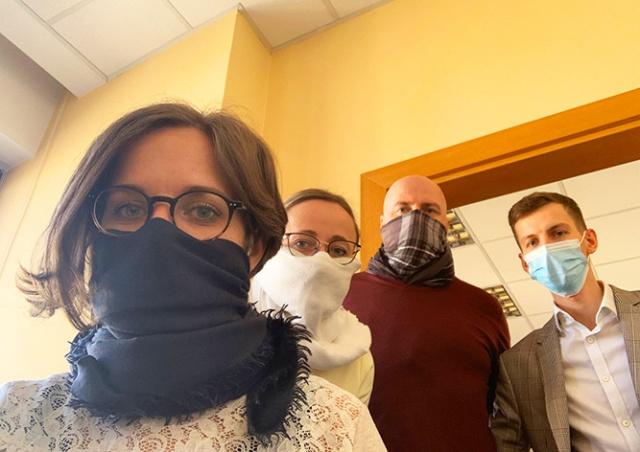 Власти призвали всех жителей Чехии носить маски или платки