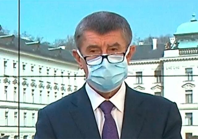 После критики чешские министры надели маски
