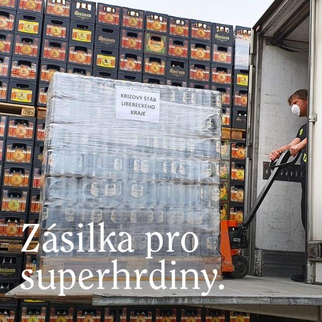 Пивзавод Svijany бесплатно снабжает безалкогольным пивом борцов с коронавирусом