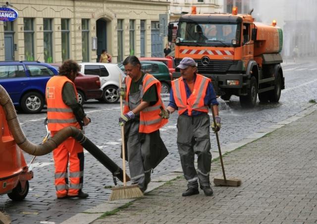 Улицы в Праге уберут вручную, без эвакуации автомобилей