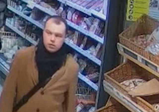 Полиция Праги ищет мужчину, который обнажался перед женщинами в общественном транспорте