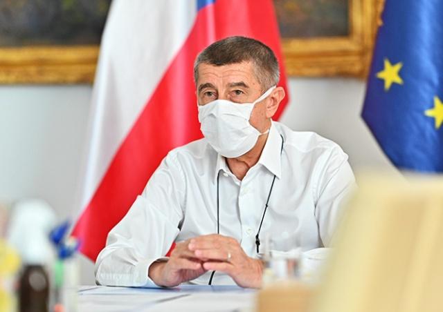 Премьер Чехии назвал срок возвращения к нормальной жизни