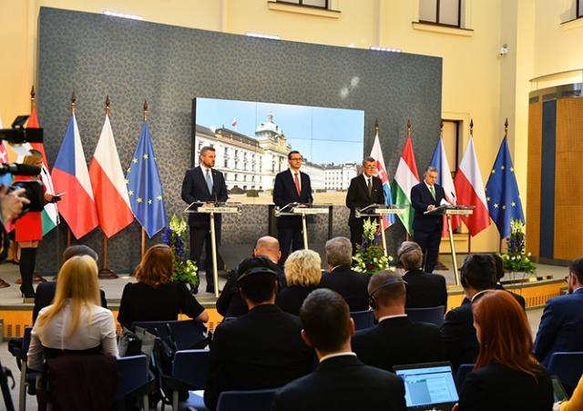 Правительство Чехии продлило чрезвычайное положение