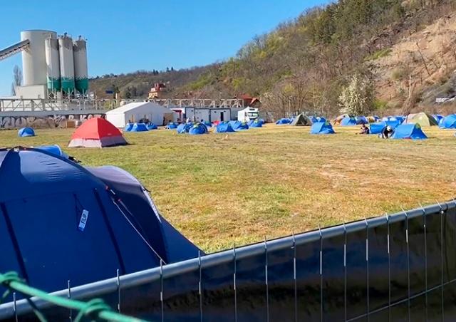 Прага разбила палаточный лагерь для бездомных с коронавирусом