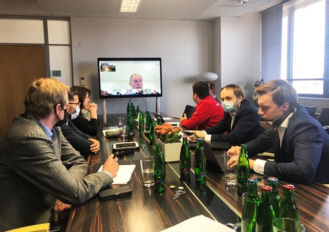 Чешские министры оштрафовали сами себя за снятые маски