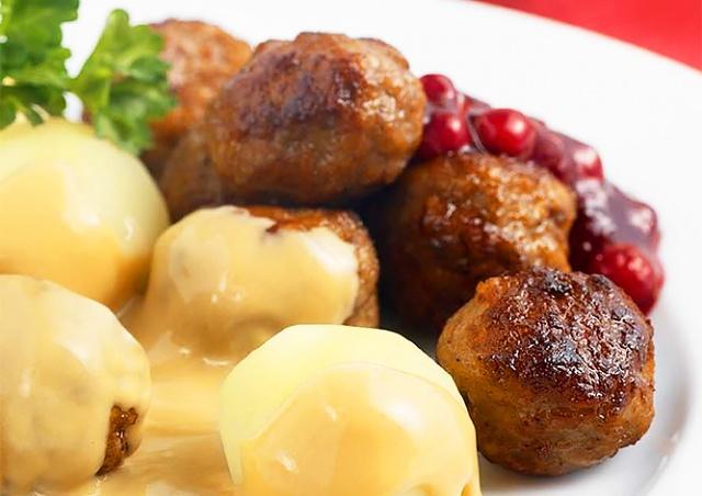 Блюдо для карантина: IKEA раскрыла рецепт фирменных фрикаделек