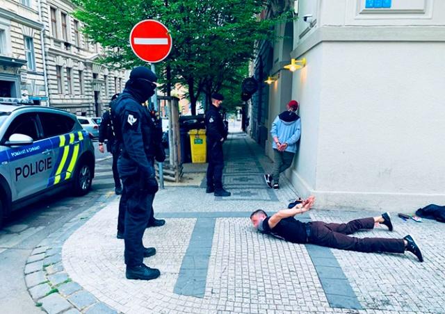 Русскоговорящие иностранцы избили и ограбили прохожего в центре Праги