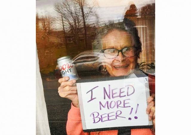 Пенсионерка в карантине попросила купить пиво. Производитель привез 150 банок