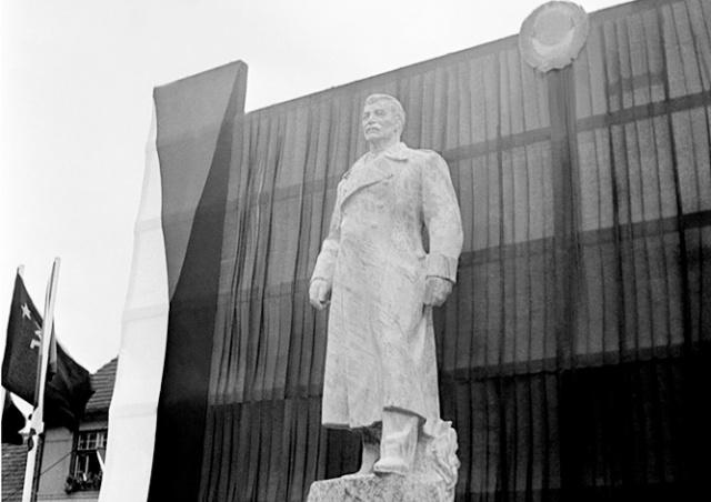 Чешский город выставил на торги памятник Сталину