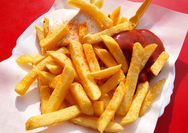 Жителей Бельгии призвали есть больше картошки фри для спасения производителей