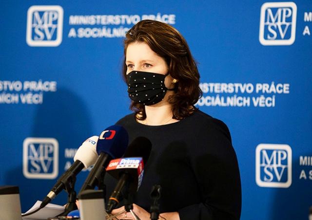 Минтруд Чехии предложил снизить зарплаты политиков