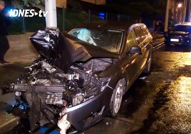В Праге пьяный водитель протаранил три припаркованных автомобиля