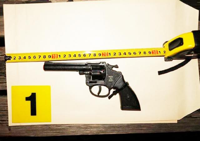 В Праге иностранец с игрушечным пистолетом дважды пытался ограбить женщин