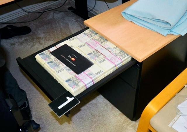 Силовики показали видео задержания в Праге налогового мошенника