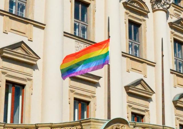 МИД Чехии вывесил радужный флаг