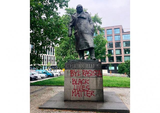 В Праге вандалы написали на памятнике Черчиллю «Black Lives Matter»