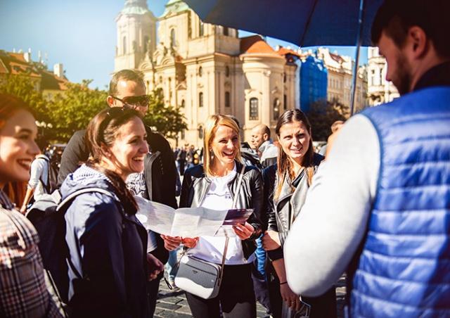 Прага раздает остановившимся в отелях туристам билеты в музеи и галереи