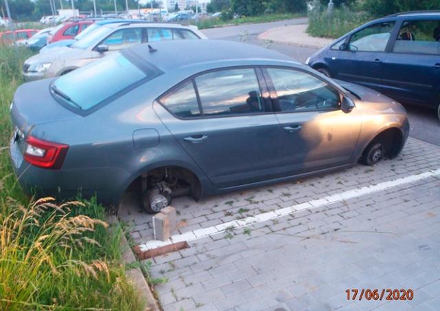 Полиция Праги предотвратила кражу автомобильных колес: видео