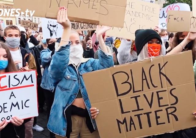 В центре Праги протестовали против расизма и полицейского насилия