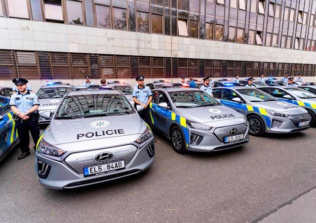 Полиция Чехии получила первые в своей истории электромобили