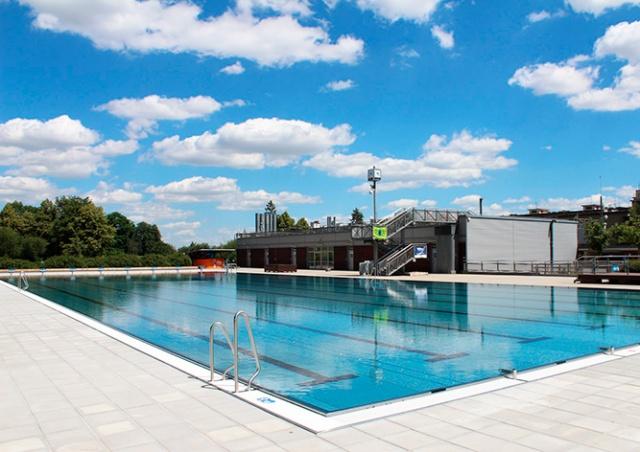 Главный санитарный врач Чехии назвала дату открытия бассейнов и водоемов для купания