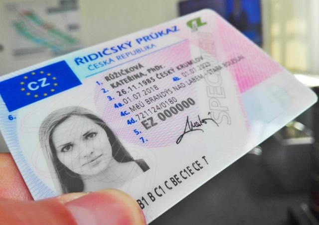 Жителей Чехии призвали проверить свои водительские удостоверения