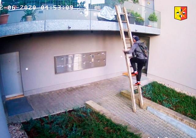 В Праге вор украл с балкона велосипед за 80 тыс. крон: видео