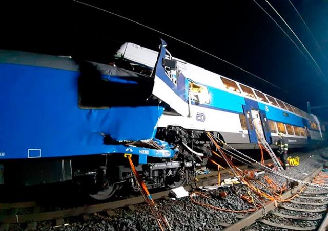 Два поезда столкнулись в Чехии: десятки пострадавших