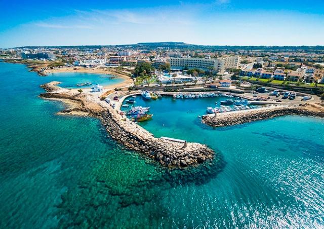 Для поездок на Кипр жителям Чехии потребуется отрицательный тест на COVID-19