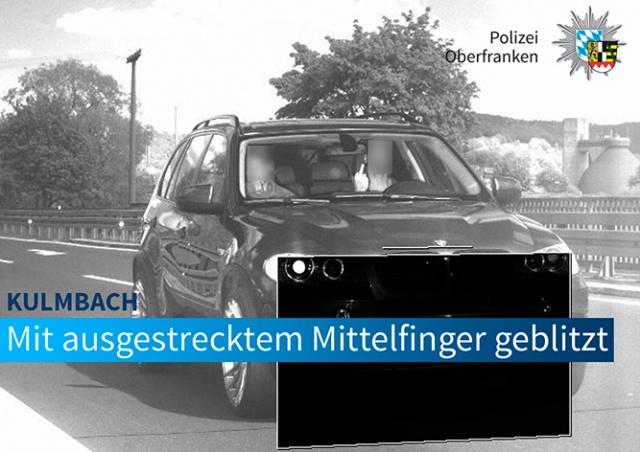 В Германии водителя сурово наказали за показанный в камеру средний палец