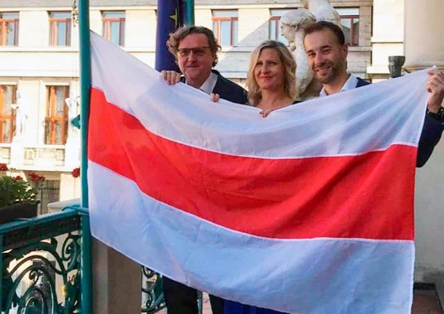 Над мэрией Праги вывесили флаг Беларуси
