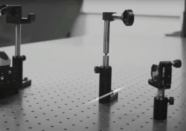 Новая сверхскоростная камера позволила увидеть, как свет отражается от зеркал: видео