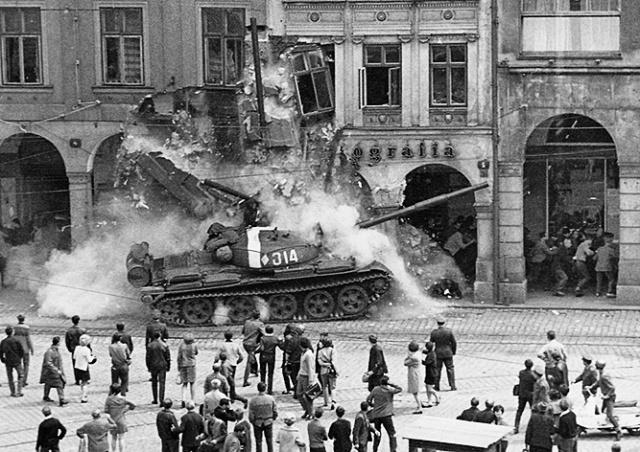 Ровно 52 года назад войска Варшавского договора вторглись в Чехословакию