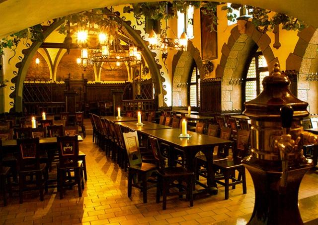 Коронакризис заставил пивоварню U Fleků нарушить 177-летнюю традицию