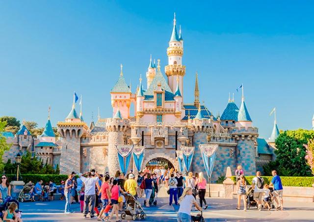 Disney уволит 28 тыс. сотрудников своих тематических парков