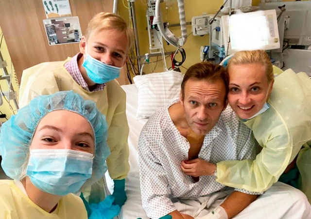 Навальный опубликовал первый пост после выхода из комы