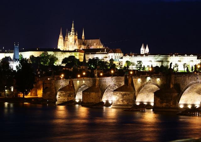 Вечеринка на палубе корабля в Праге
