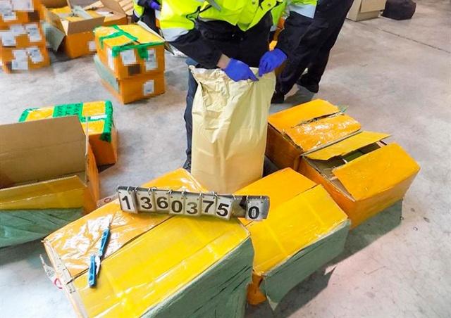В аэропорту Праги задержали вещество для синтеза метамфетамина на 500 млн крон