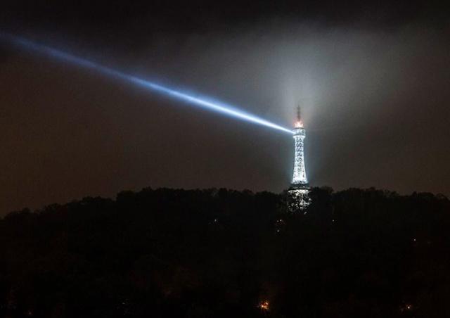 Петршинская башня в Праге на один вечер превратится в маяк